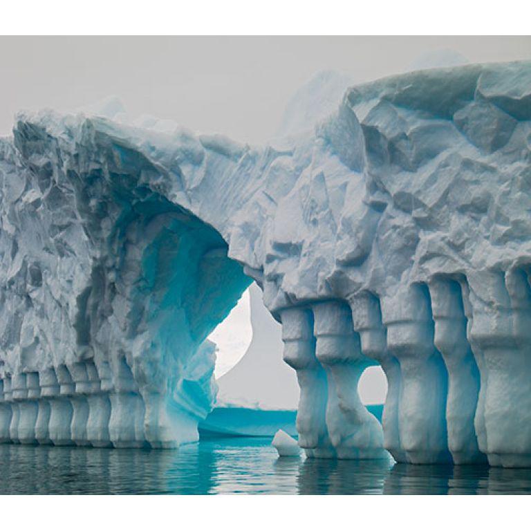 Arquitectura natural: Columnas de hielo del Canal Lemaire.
