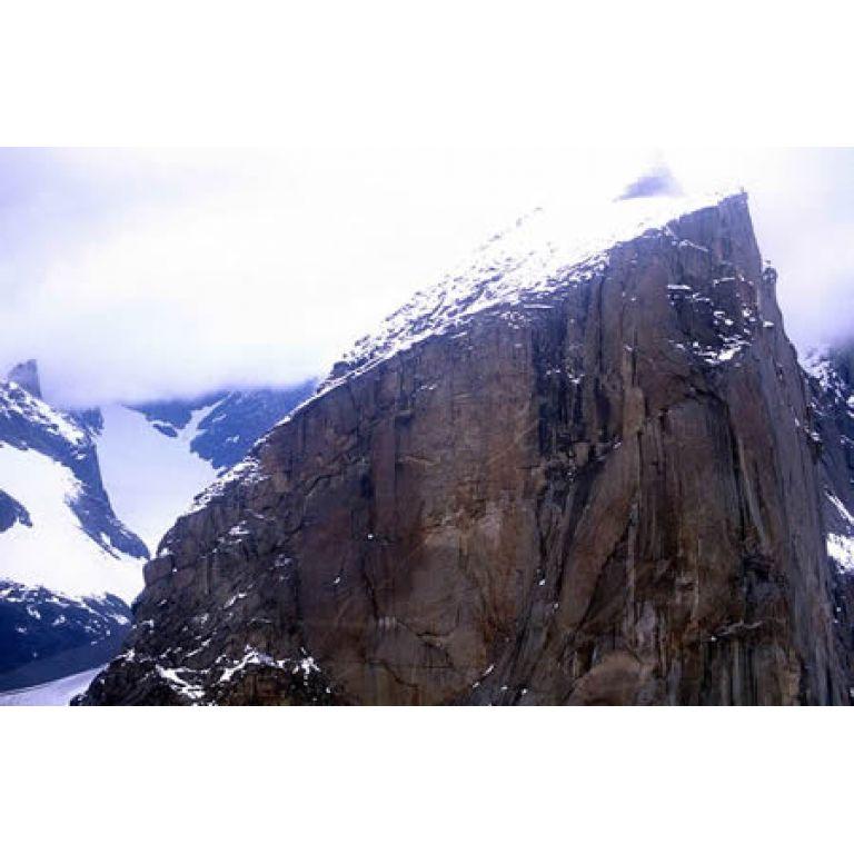 El monte Thor, la mayor caída vertical del planeta