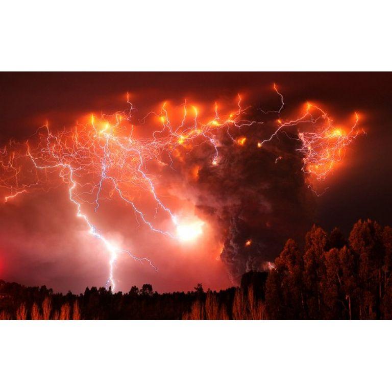 ¿Por qué se producen rayos en las erupciones volcánicas?