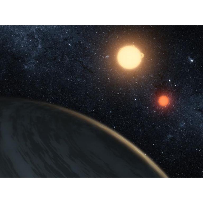 Descubren planeta que orbita dos soles