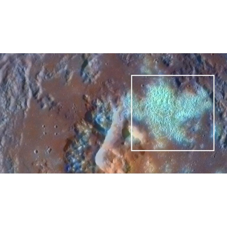 """Mercurio presenta """"huecos"""" en su superficie"""