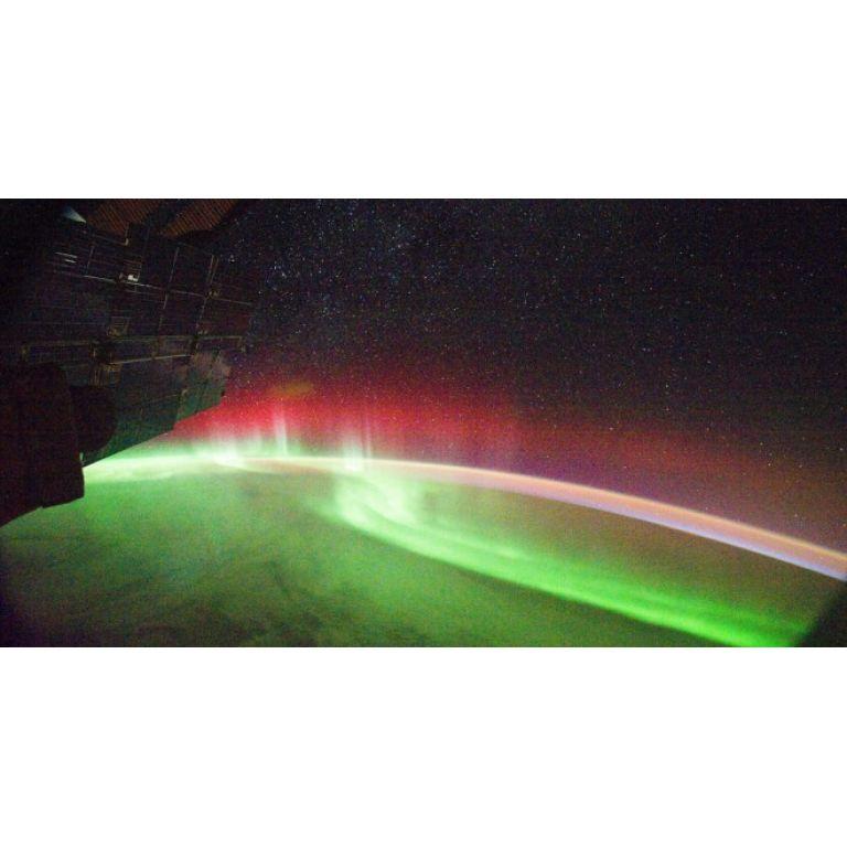Una espectacular aurora roja captada por la ISS