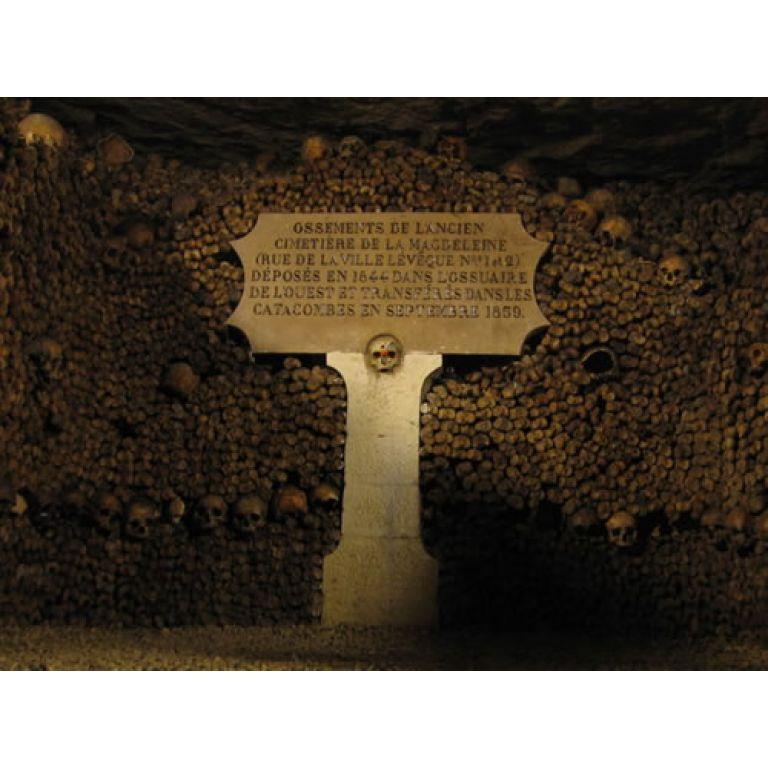 Las catacumbas de París, ciudad de la Muerte.