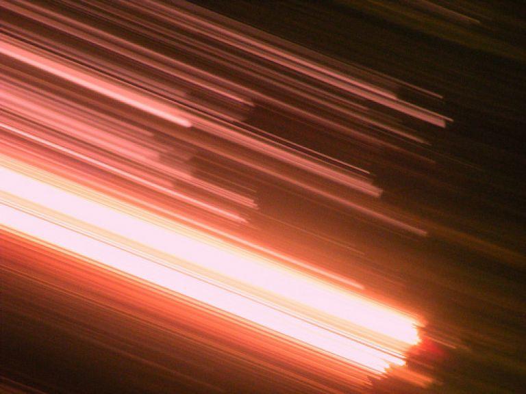 Descubren partículas que andrían más rápido que la luz