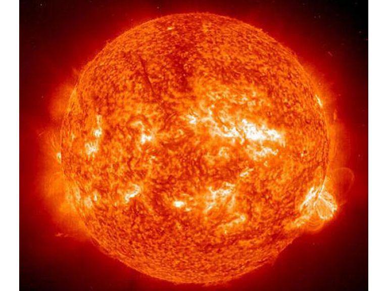 ¿Gigantesco OVNI a un costado del planeta Mercurio?