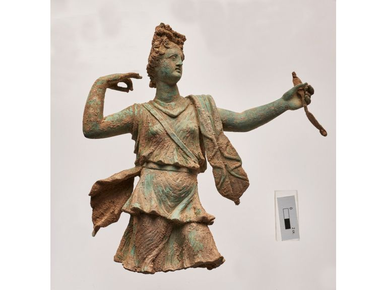 Encuentran una estatua de Artemisa y otra de Apolo en la isla de Creta