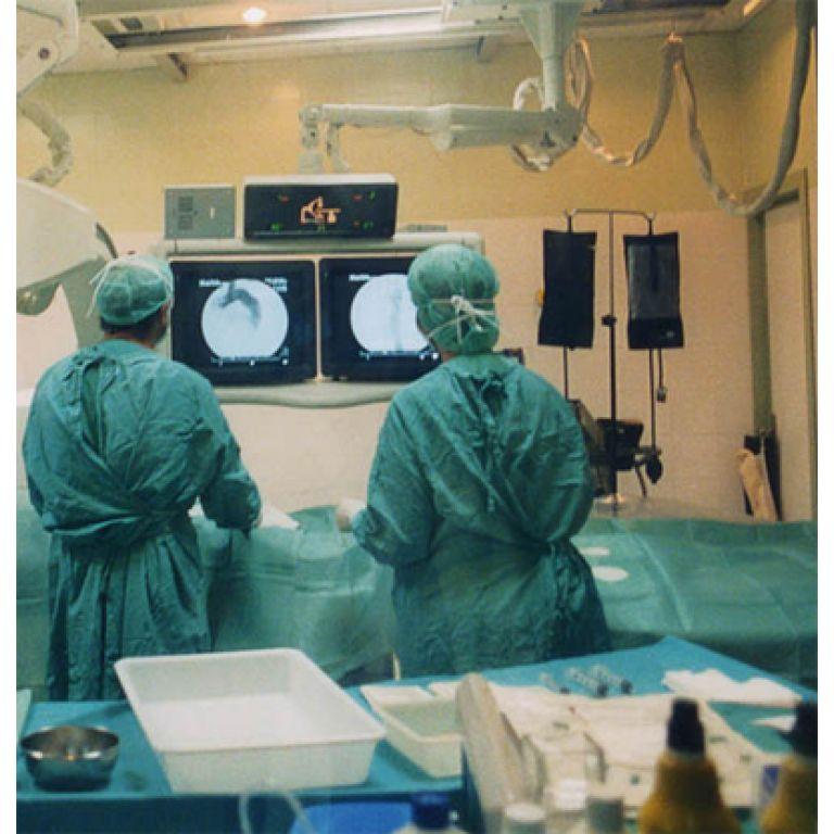 Se realizó el primer trasplante doble de piernas del mundo