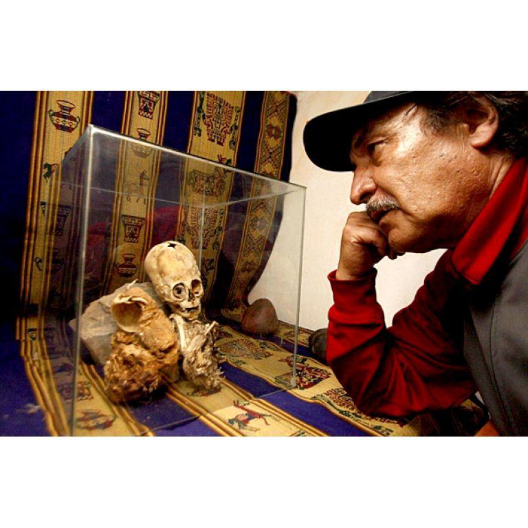 Hallan una momia alien en Perú